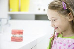 リボン 子供の噛み合わせが悪い 開咬 歯科矯正 学園