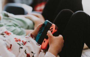 子どもの歯ぎしり 睡眠不足、テレビゲーム、歯並び、不規則な生活リズム